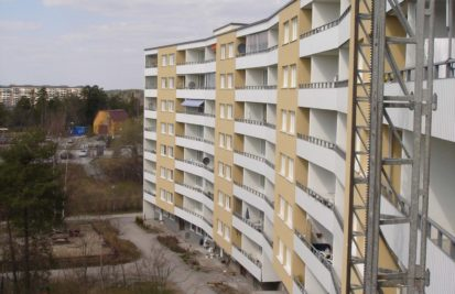 Nya balkonger på flerbostadshus i Kallhäll, Järfälla